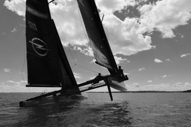 Catamaran Bi-plan pour la course